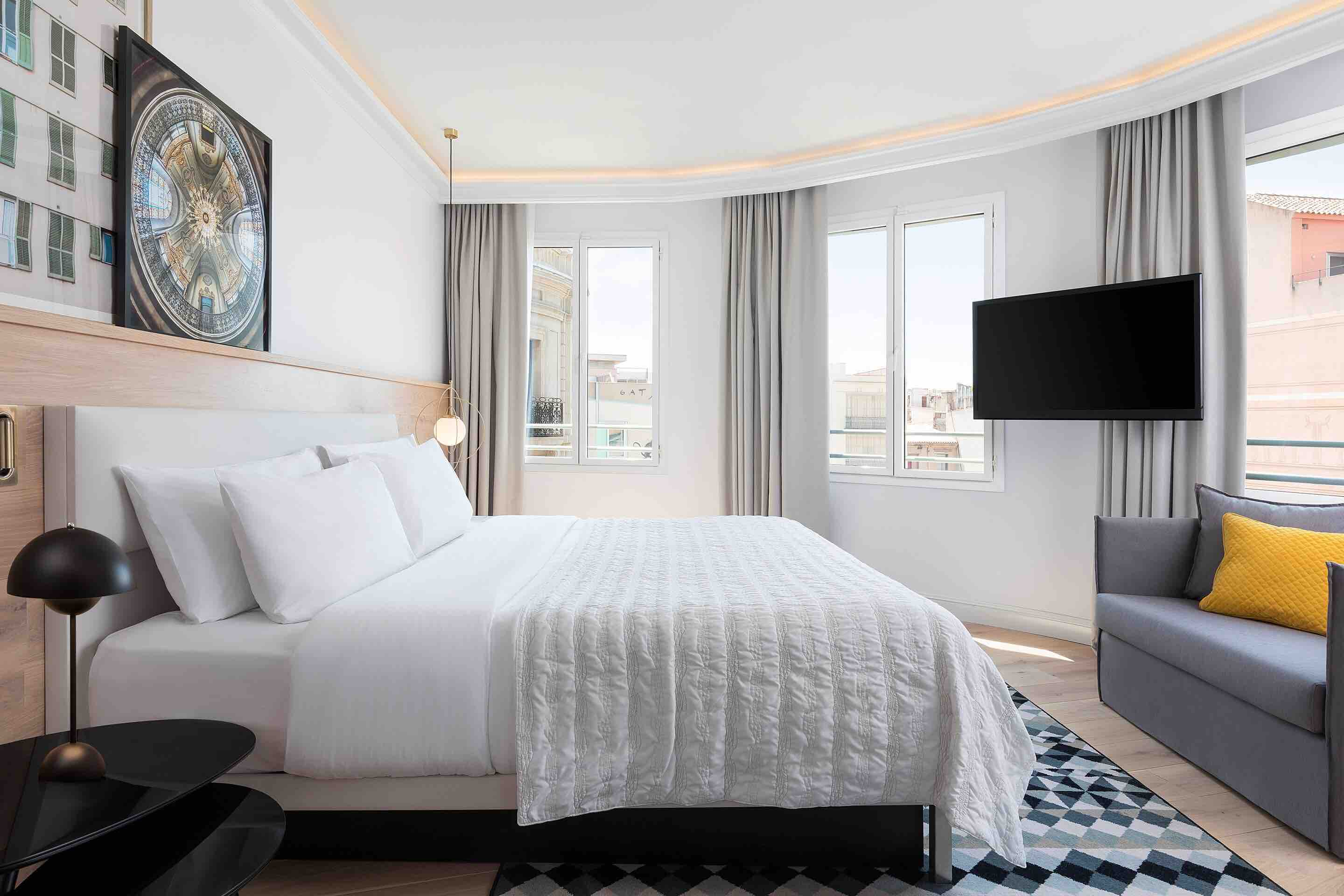 Oone of the top luxury hotels in Barcelona Le Meridien Barcelona showing room with city views