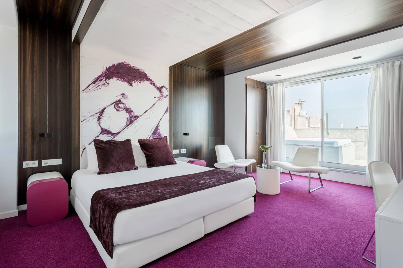 Room Mate Emma bedroom